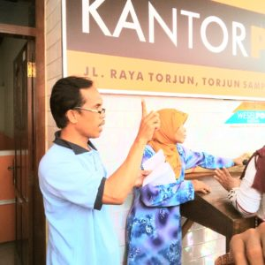 Kabupaten Sampang Salurkan Bantuan PKH Tahap Awal Tahun 2016