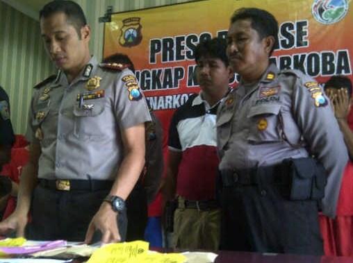 Kapolres Sampang saat memberikan Penjelasan