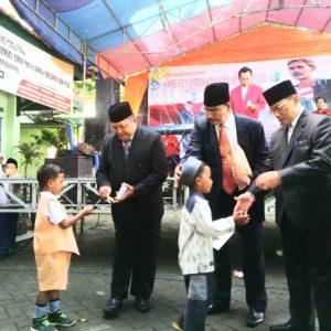 Hardiknas, Dinas Pendidikan Kabupaten Sampang Beri Santunan Ke Anak Yatim