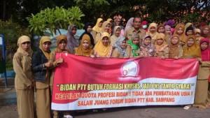 Forum Bidan PTT Kabupaten Sampang Ngeluruk Ke Menpan Jakarta