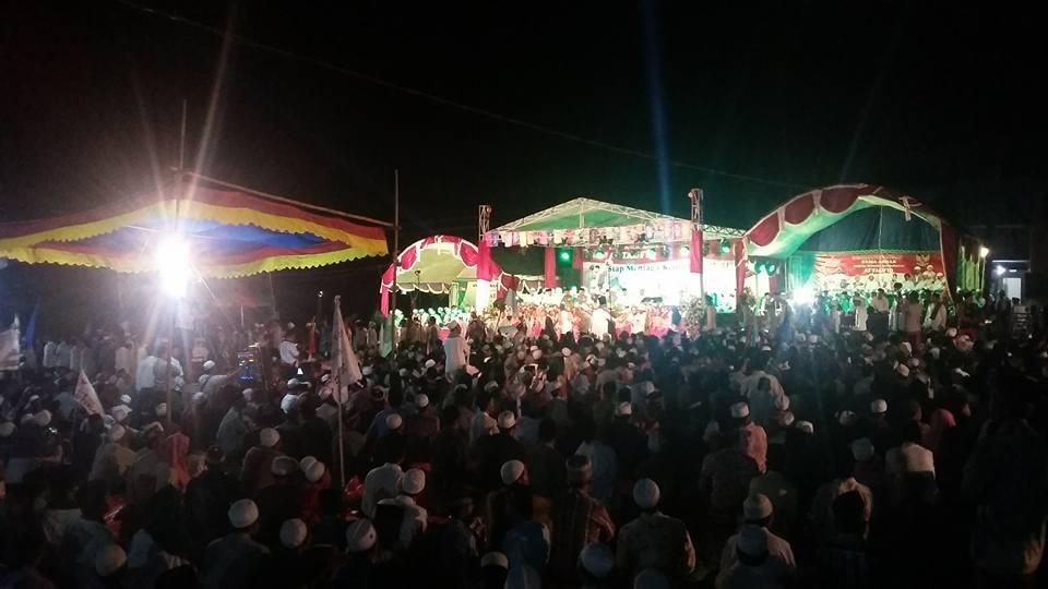 Ribuan Orang Bersholawat