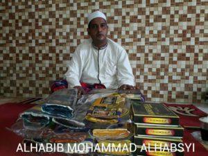 Mengenal Habib Mohammad Habsy dengan Sarung Khas Produksi Keluarganya