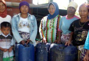 Kasihan, Warga Tobai Barat Sampang Ini Harus Rela Beli dan Antri Air Bersih