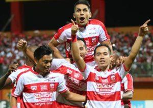 Brace Slamet Nurcahyo Antarkan Kemenangan 3-1 Madura United Atas PS Tira