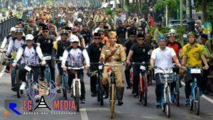 Jokowi bersama 25 Ribu Peserta Gowes Jadikan Bandung Lautan Sepeda