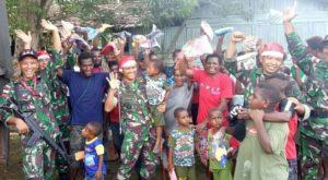 Menjelang Natal, Satgas Pamtas Yonmek 521/DY Berbagi Kasih Bersama Warga Papua