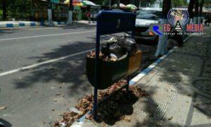 Terlihat Kumuh, Disekitar Lapangan Wijaya Kusuma Sampang Banyak Sampah Berserakan