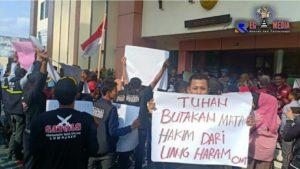 Sidang Kasus Q-Net, Masyarakat Demo PN Lumajang