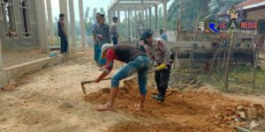Korp Brimob Gelar Bhakti Sosial Bersama Warga Desa Ie Jeureuneh Bersihkan Masjid