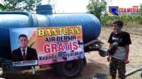 Amiril, Sespri Menteri Kelautan dan Perikanan Bagikan Air Bersih Pada Warga Pamekasan Terdampak Kekeringan