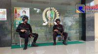 Didatangi Ulama', Kantor DPRD Sampang Dijaga Ketat