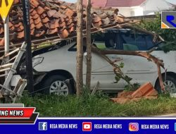 Mobil Inova di Tanjung Bumi Bangkalan Seruduk Langgar