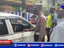 Polsek Krembangan Penyekatan di Pintu Exit Tol Perak Surabaya