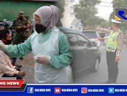 Pengendara Yang Melintas Didepan GOR Indor Sampang di Swab Antigen