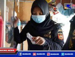 Gempur Rokok Ilegal, Bea Cukai Madura Blusukan ke Toko-toko Berikan Edukasi