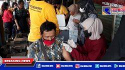 Polsek Asemrowo Door To Door Vaksinasi Ke Pasar Loak